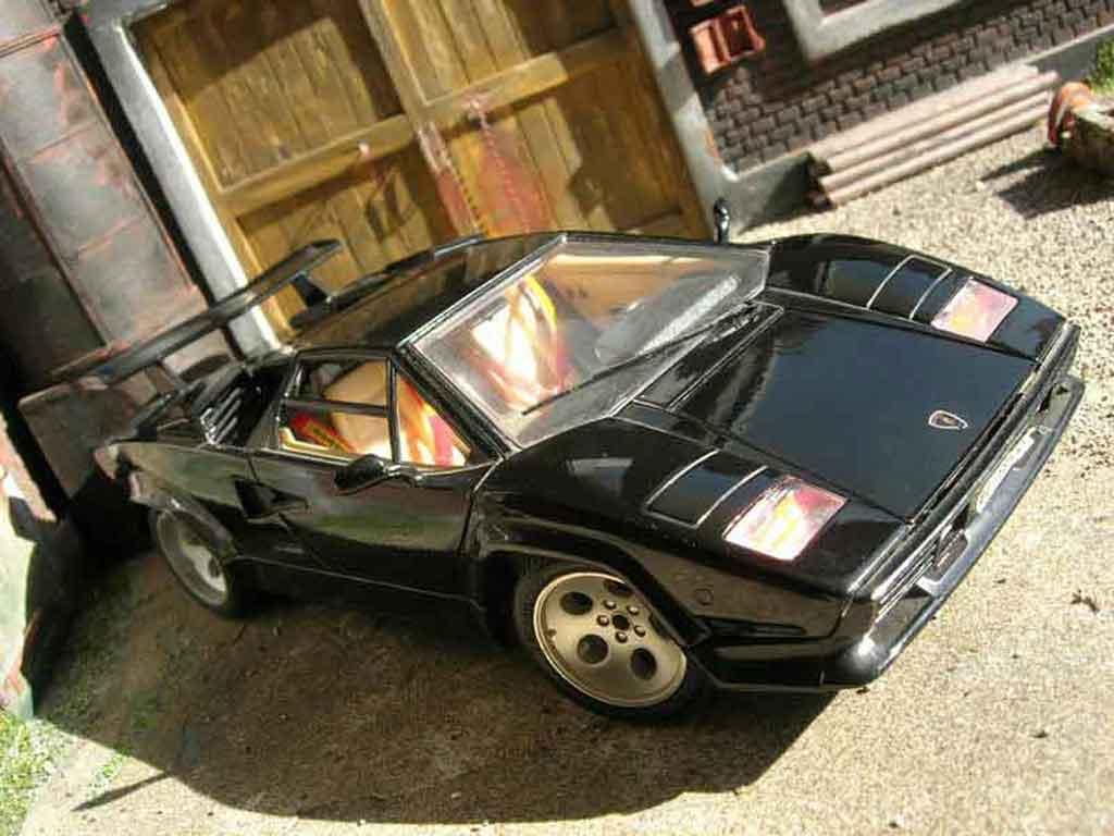 lamborghini countach 5000 quattrovalvole nero burago modellini auto 1 18 comprare sendere. Black Bedroom Furniture Sets. Home Design Ideas