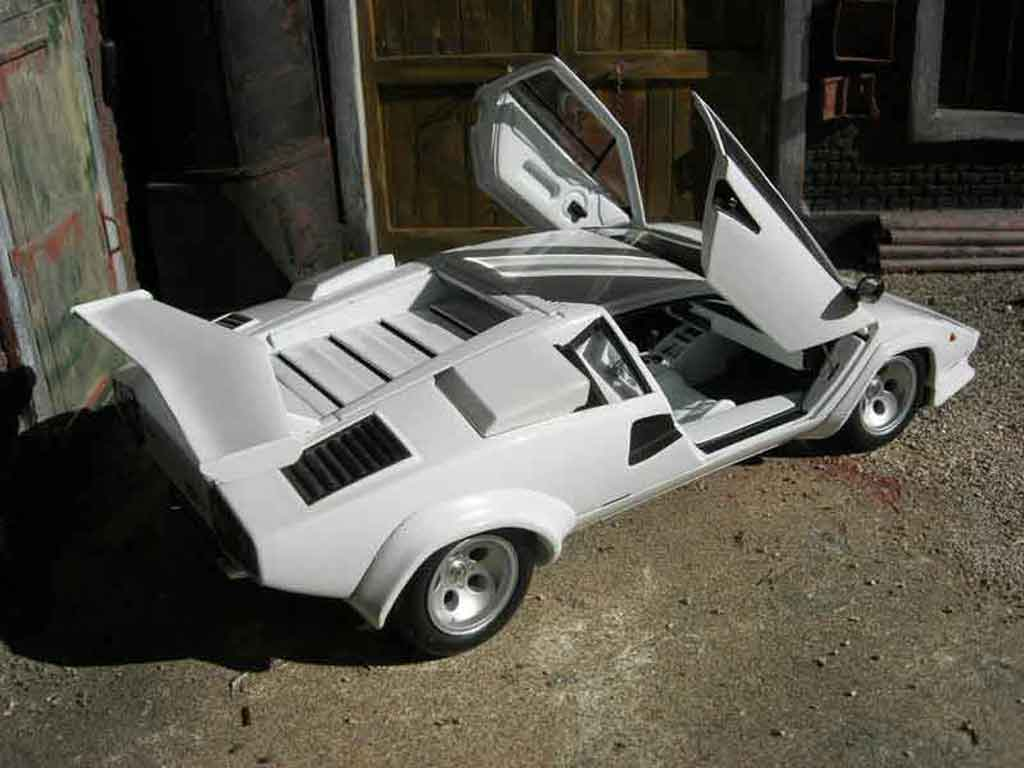 lamborghini countach 5000 quattrovalvole weiss kyosho modellauto 1 18 kaufen verkauf. Black Bedroom Furniture Sets. Home Design Ideas