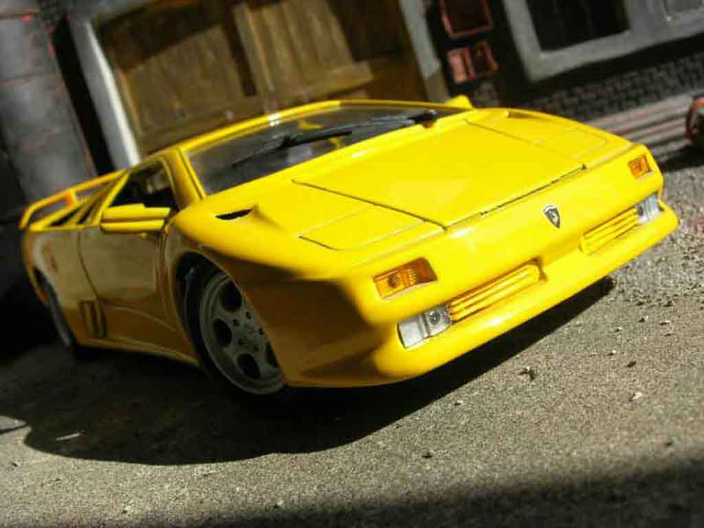 lamborghini diablo 1990 miniature jaune maisto 1 18 voiture. Black Bedroom Furniture Sets. Home Design Ideas