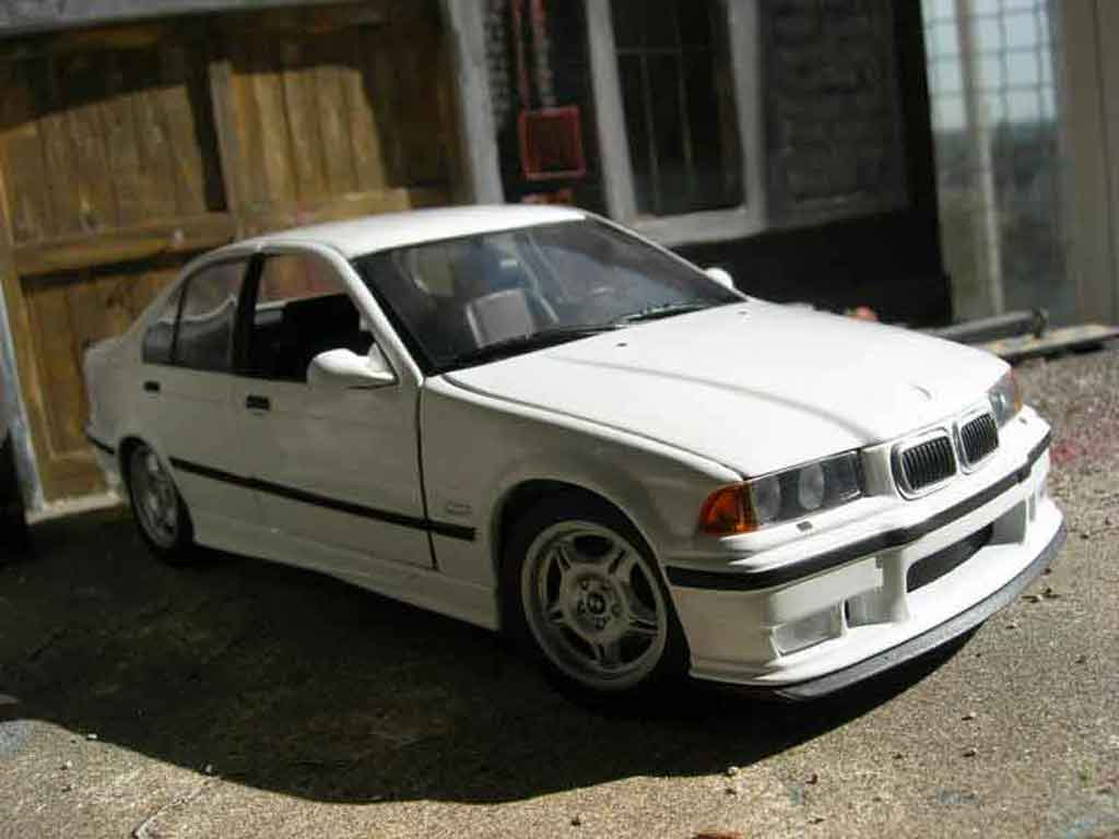 Bmw M3 E36 berline 1/18 Ut Models white