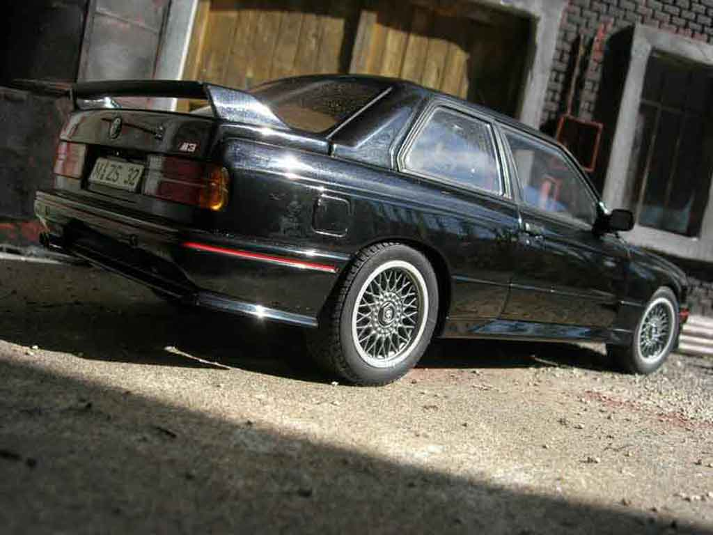 Bmw M3 E30 1/18 Autoart sport evolution black