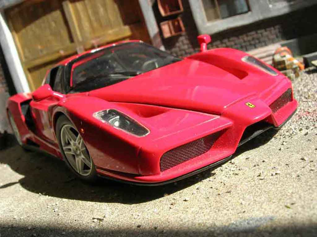 Ferrari Enzo 1/18 Hot Wheels rouge miniature
