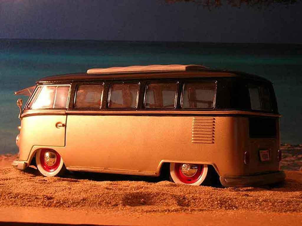 Volkswagen Combi 1/18 Welly microbus bully samba