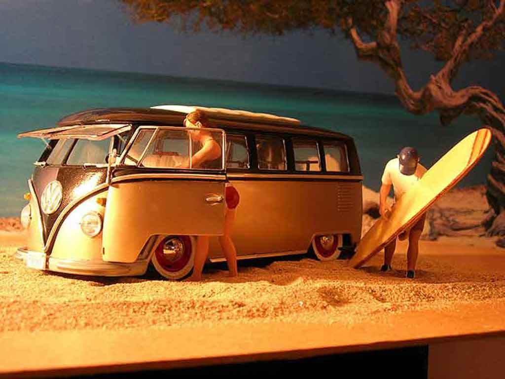 Volkswagen Combi 1/18 Welly microbus bully samba tuning diecast model cars