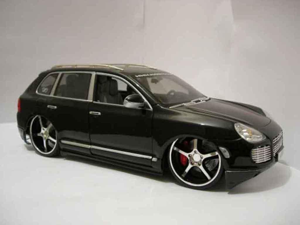 porsche cayenne turbo s schwarz maisto modellauto 1 18. Black Bedroom Furniture Sets. Home Design Ideas