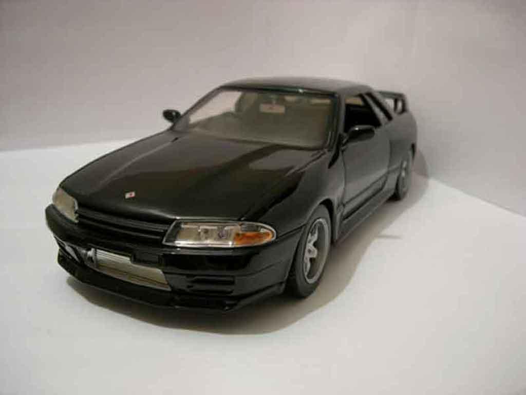 Nissan Skyline R32 1/18 Jada Toys initial d nero miniatura