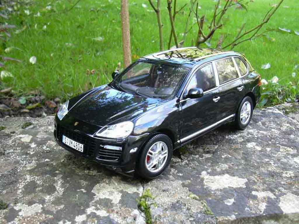 porsche cayenne turbo schwarz 2007 norev modellauto 1 18. Black Bedroom Furniture Sets. Home Design Ideas