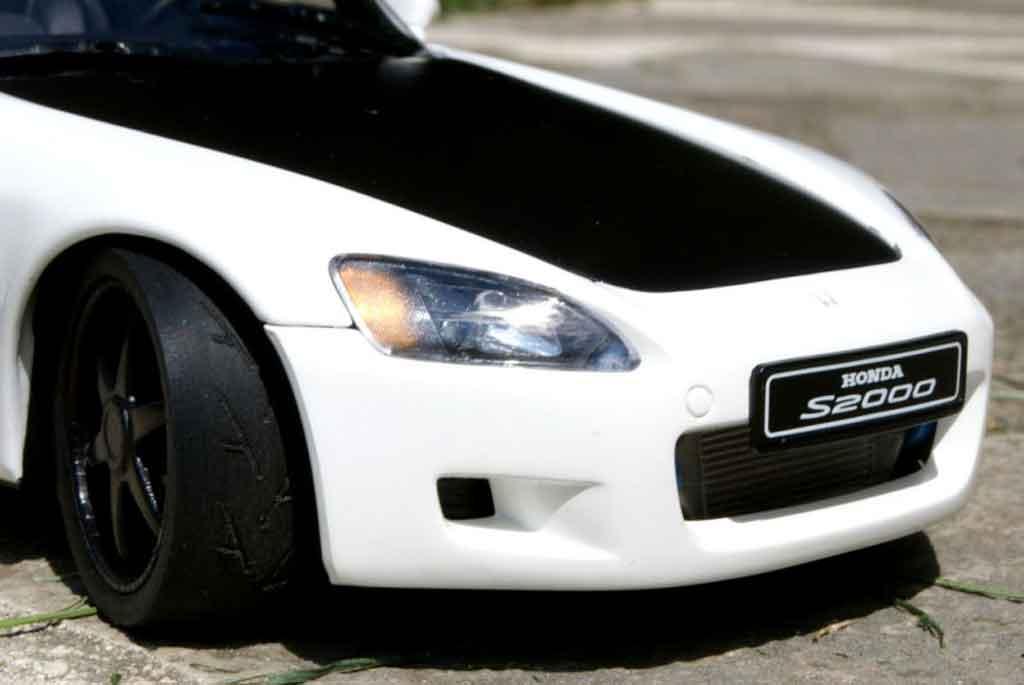 Honda S2000 1/18 Autoart blanche preparation turbo