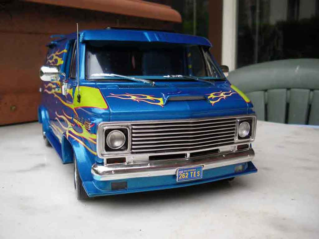 chevrolet van 1974 highway 61 modellauto 1 18 kaufen verkauf modellauto online. Black Bedroom Furniture Sets. Home Design Ideas