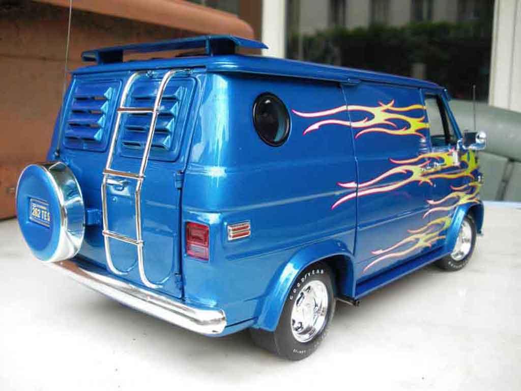Chevrolet Van 1974 Highway 61 Diecast Model Car 1 18 Buy Sell Diecast Car On Alldiecast Co Uk