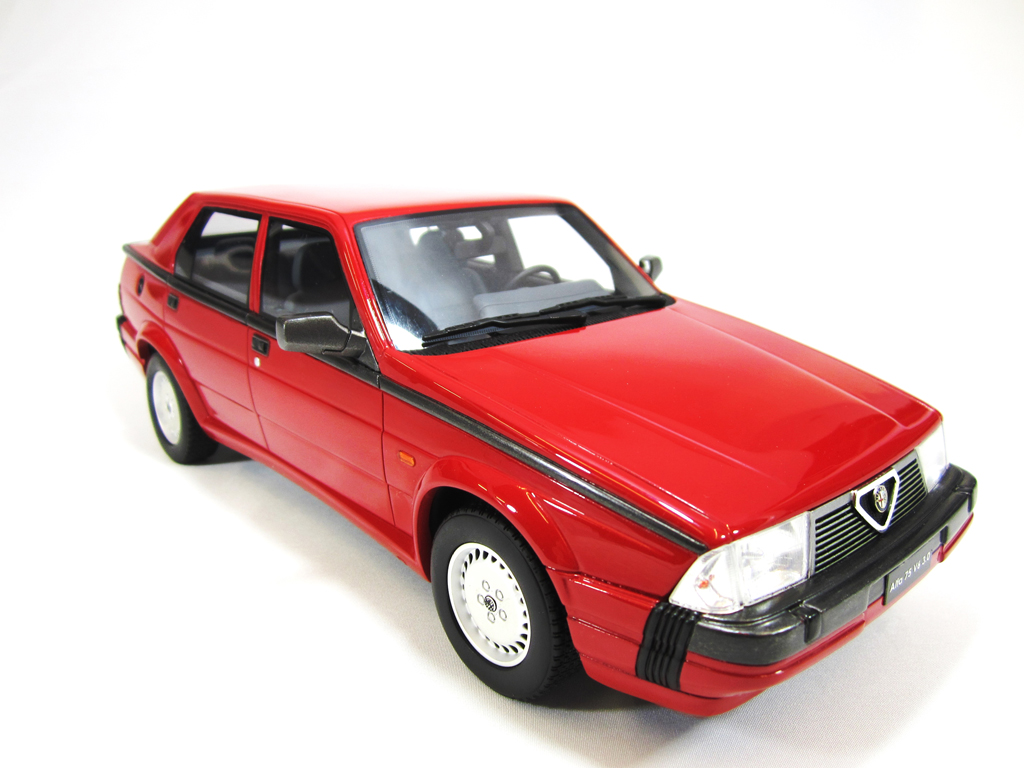 Alfa Romeo 75 V6 1/18 Laudoracing Models 3.0 LM087 rouge miniature