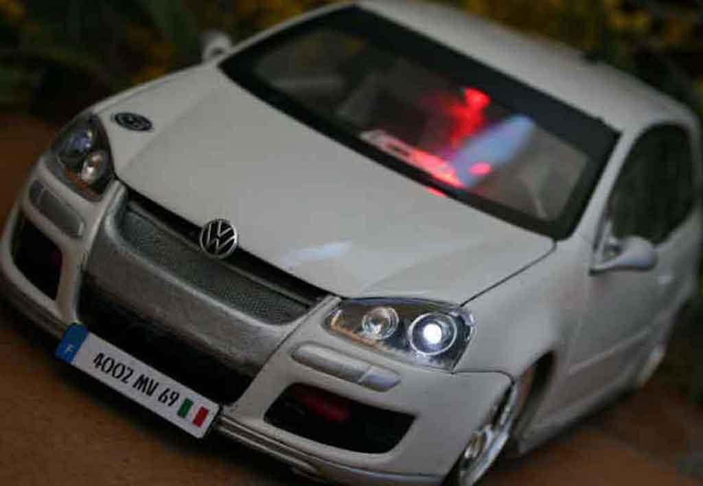 Volkswagen Golf V GTI 1/18 Norev alpine white sono