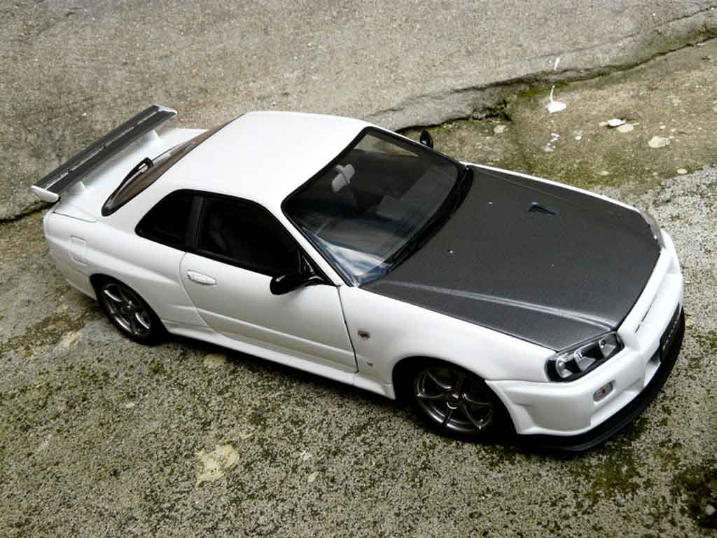 Nissan Skyline R34 blanche gn1 tuning Autoart. Nissan Skyline R34 blanche gn1 miniature modèle réduit 1/18
