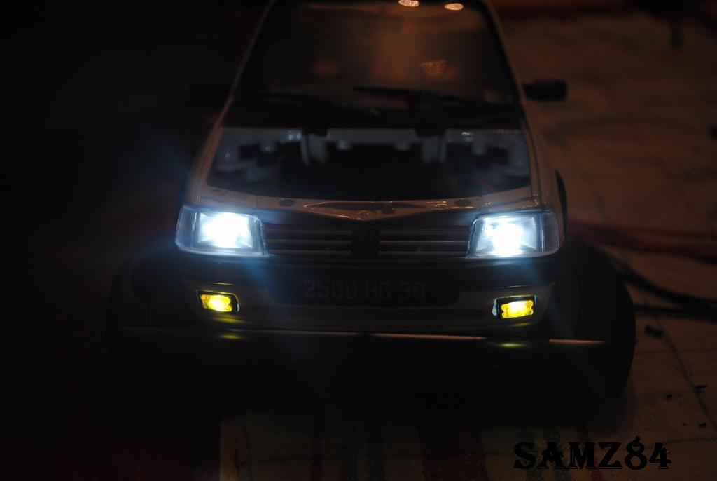 Peugeot 205 GTI 1/18 Norev Blanche 1.9 LED