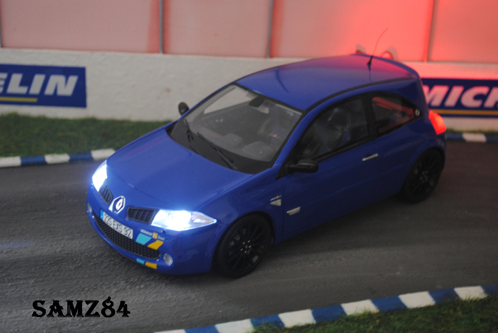 Renault Megane Sport 1/18 Ottomobile R25 F1 Team Bleue LED