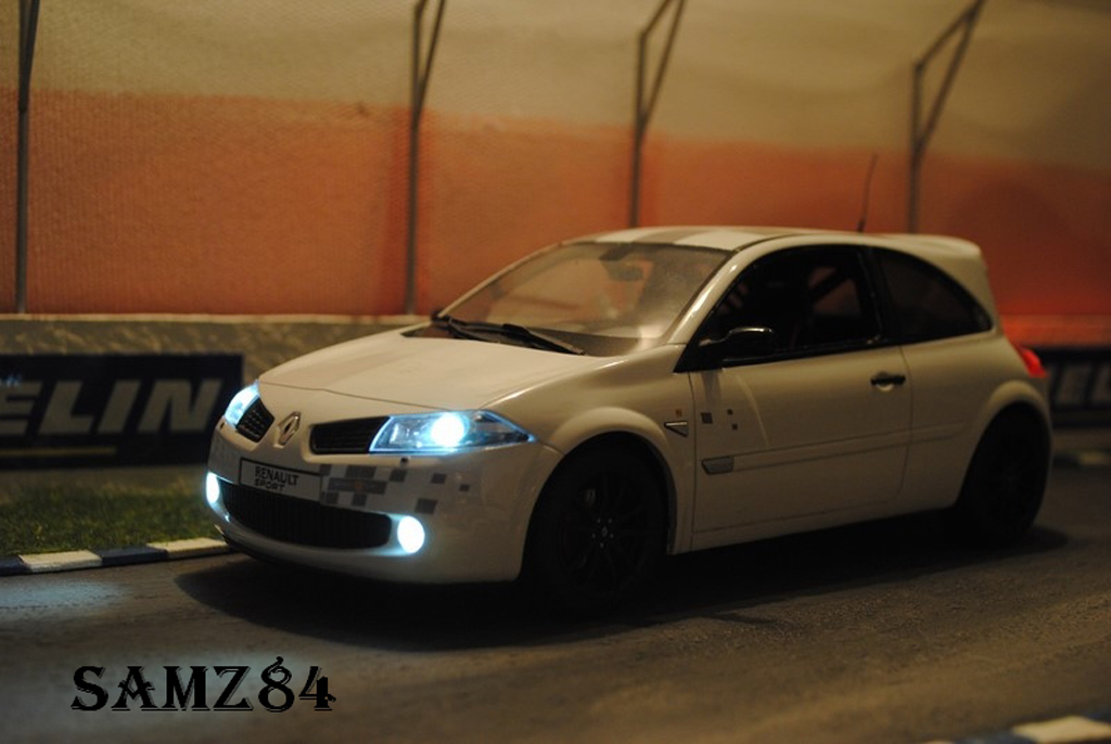 Renault Megane R26R 1/18 Ottomobile blanche Safety Car LED tuning miniature