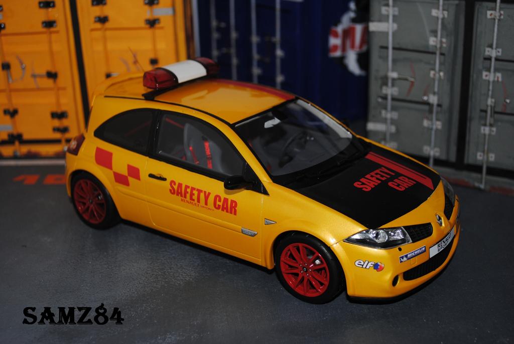Renault Megane R26R 1/18 Ottomobile Jaune Sirius Safety Car