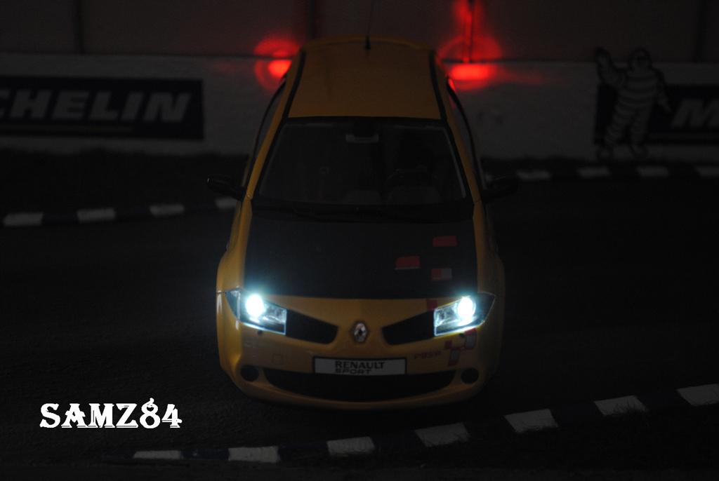 Renault Megane R26R 1/18 Ottomobile Jaune Sirius LED