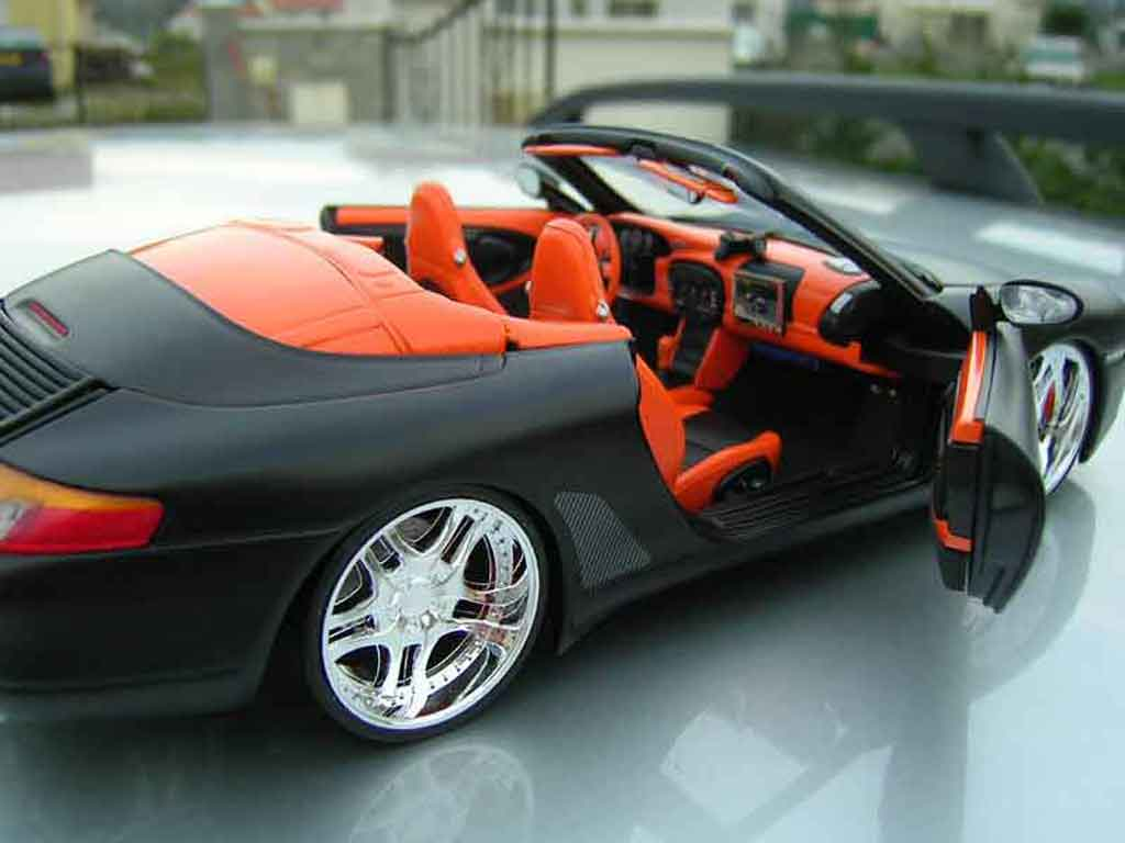 Porsche 996 cabriolet nero ut models modellini auto 1 18 for Porsche 996 interieur