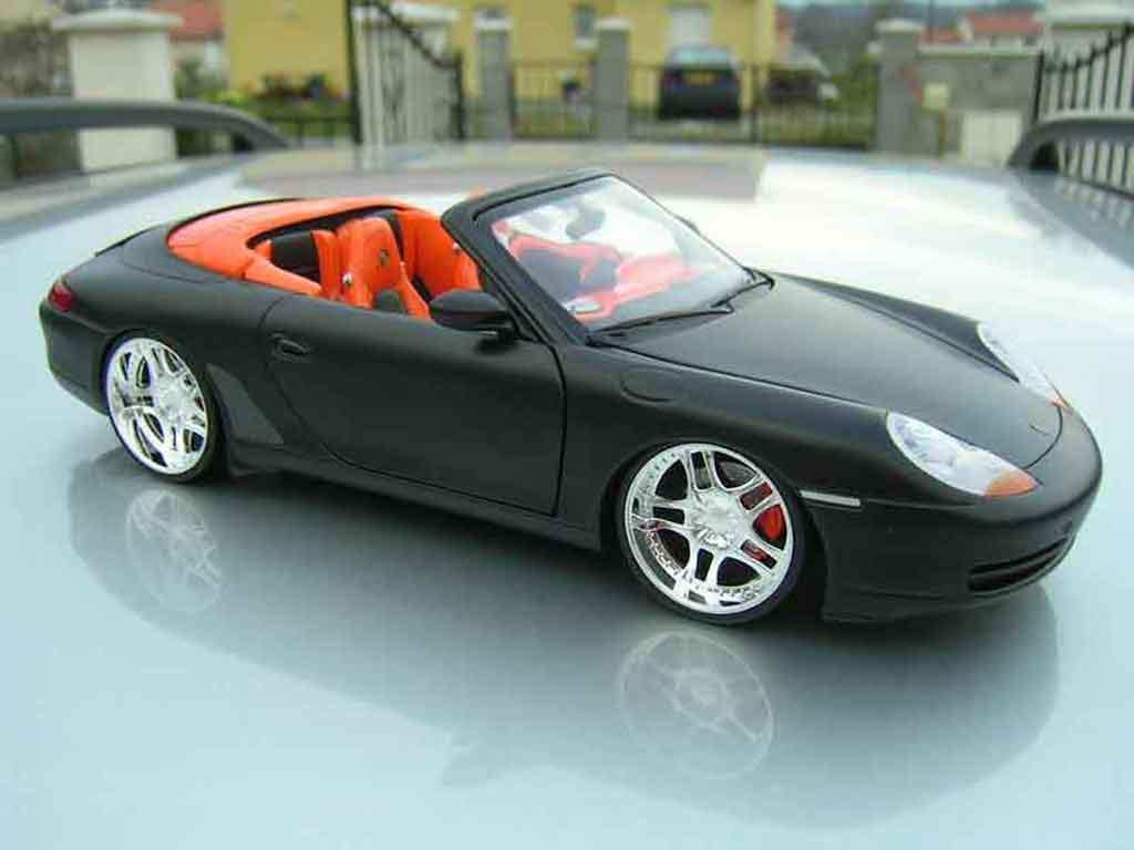 Porsche 996 Cabriolet 1/18 Ut Models Cabriolet noire tuning miniature