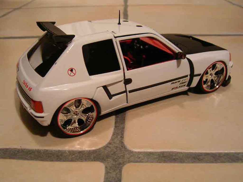Peugeot 205 Turbo 16 1/18 Solido full white T16