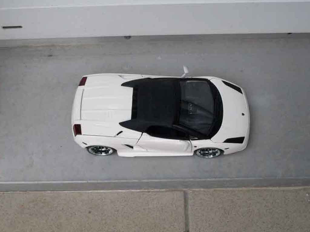 Auto miniature Lamborghini Gallardo Spyder blanche tuning Maisto. Lamborghini Gallardo Spyder blanche miniature 1/18