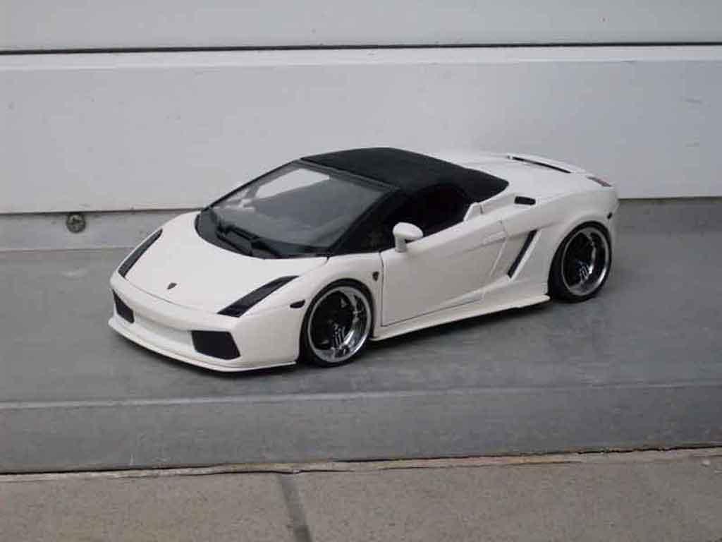 Miniature Lamborghini Gallardo Spyder blanche tuning Maisto. Lamborghini Gallardo Spyder blanche miniature 1/18