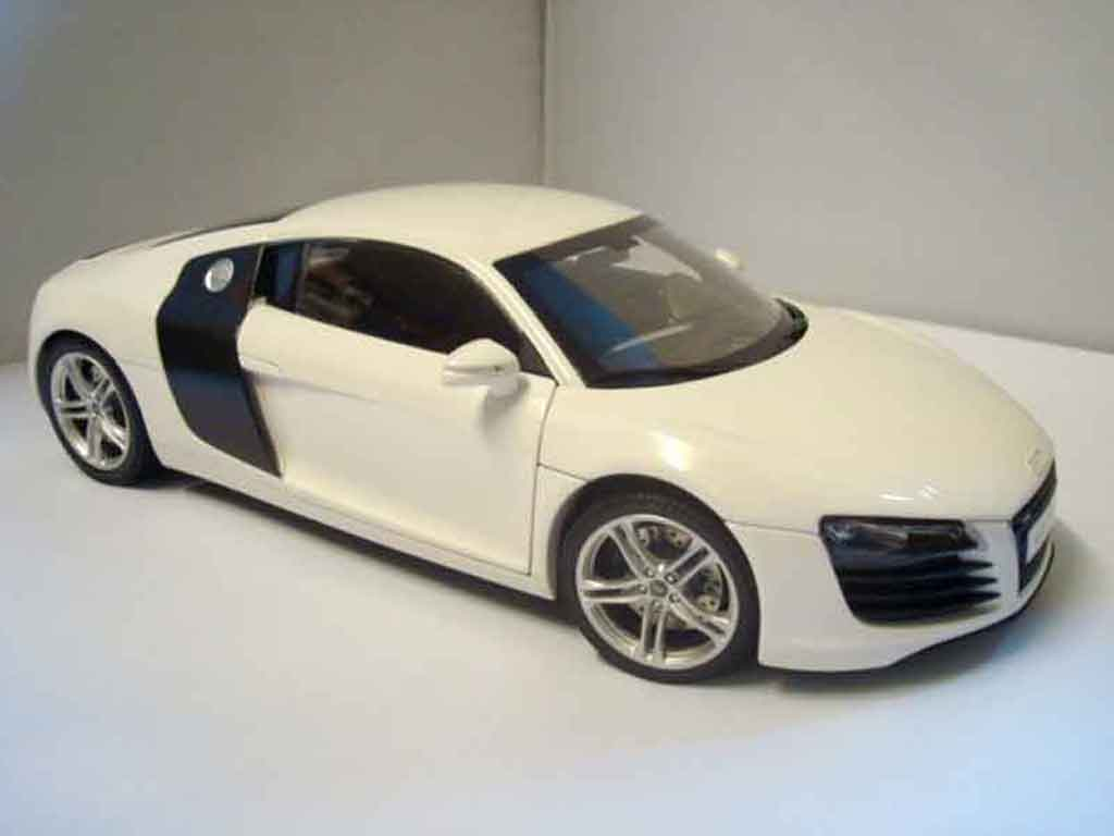 audi r8 4 2 fsi miniature blanche kyosho 1 18 voiture. Black Bedroom Furniture Sets. Home Design Ideas