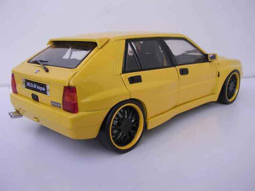 Lancia Delta HF Integrale 1/18 Kyosho evolution 2 gelb jantes bbs schwarzs