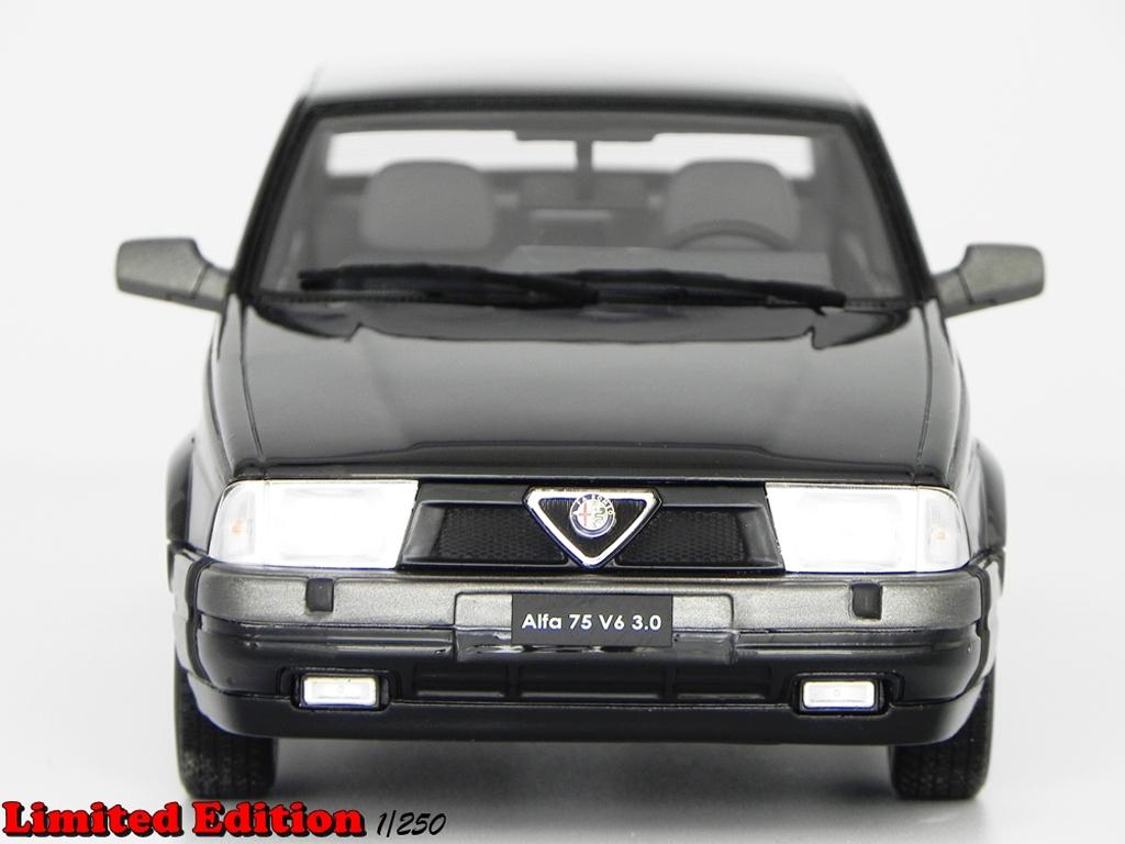 Alfa Romeo 75 V6 1/18 Laudoracing Models 3.0 LM087B noire miniature