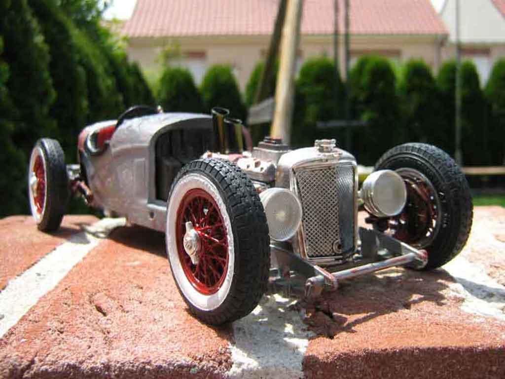 Alfa Romeo 2300 1/18 Burago spider (1932) de style rat rad