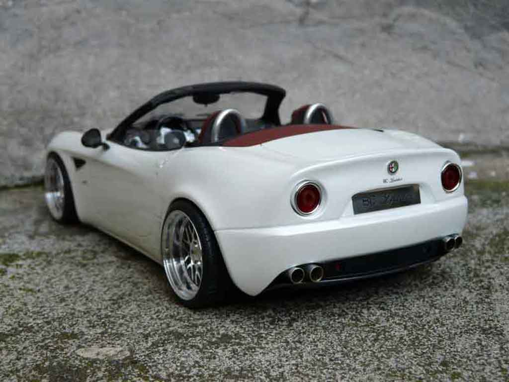 Alfa Romeo 8C Competizione 1/18 MR Collection Competizione spider mr white jantes alu