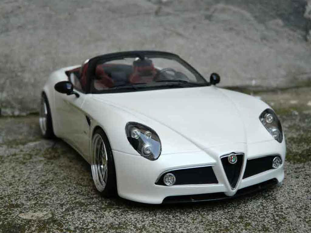 Alfa Romeo 8C Competizione 1/18 MR Collection spider mr blanche jantes alu tuning miniature