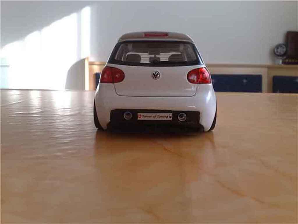 volkswagen golf v gti miniature blanche jantes bbs norev 1 18 voiture. Black Bedroom Furniture Sets. Home Design Ideas