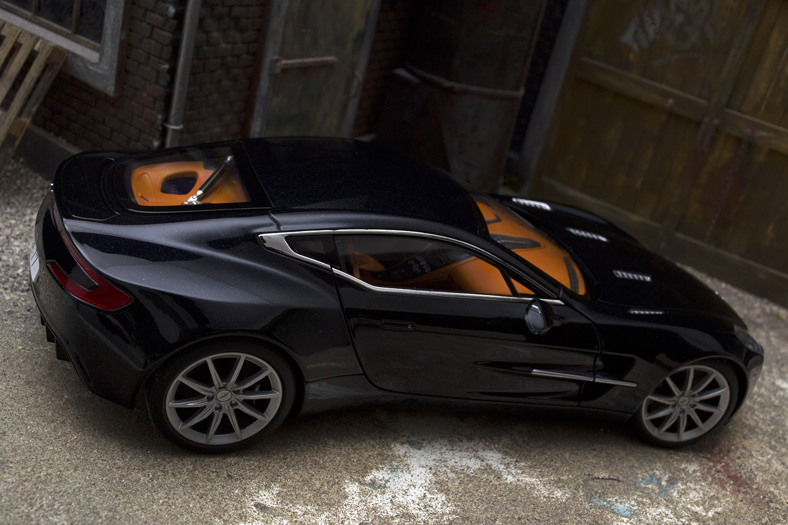 Aston Martin One 77 1/18 Autoart black pearl interieur orange