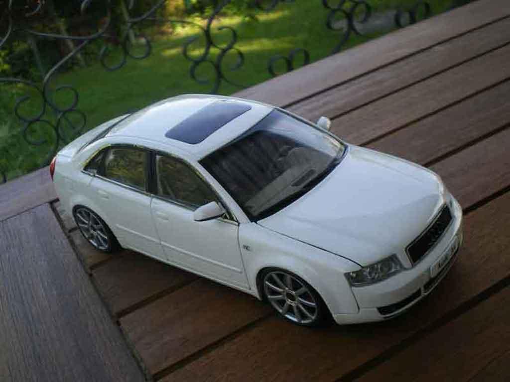 Audi A4 1/18 Minichamps b6 s-line bianca jantes 19 pouces