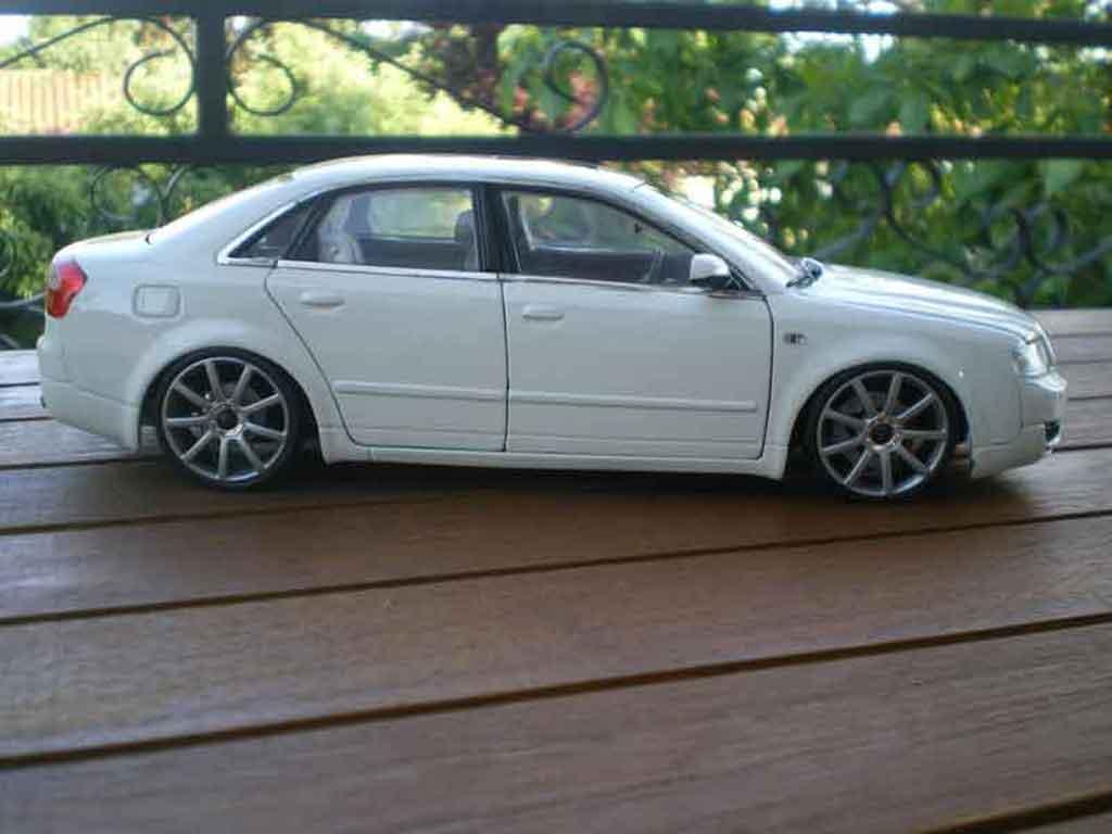 Audi A4 1/18 Minichamps b6 s-line blanche jantes 19 pouces
