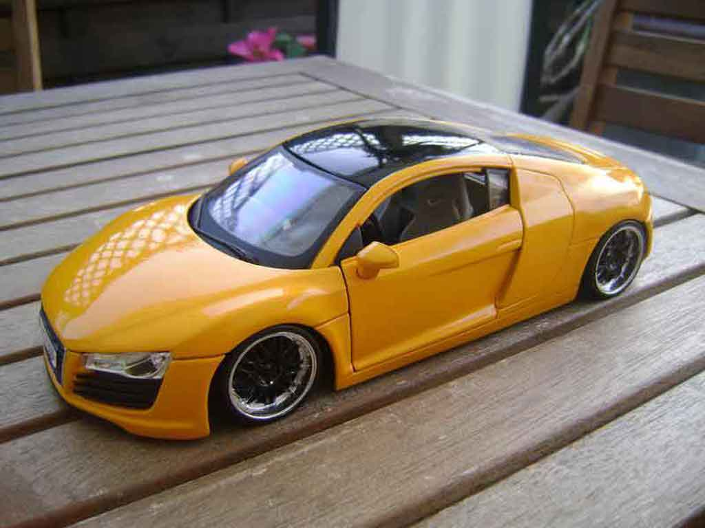Audi R8 4.2. FSI 1/18 Maisto jaune jantes 19 pouces noires