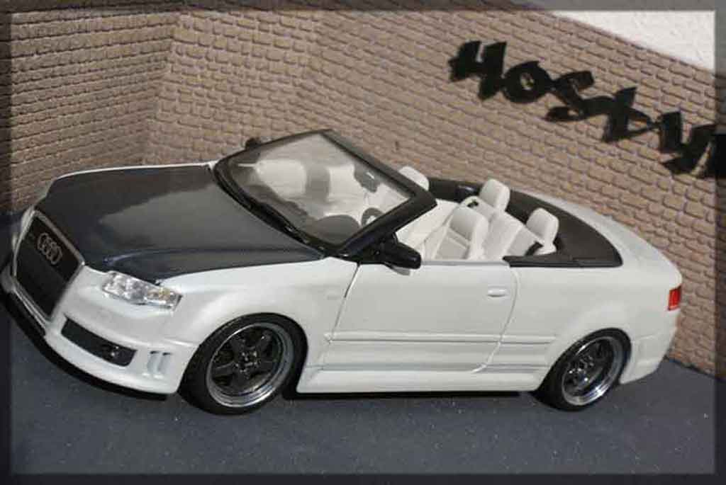 Audi RS4 cabriolet 1/18 Maisto carbon & white tuning miniatura