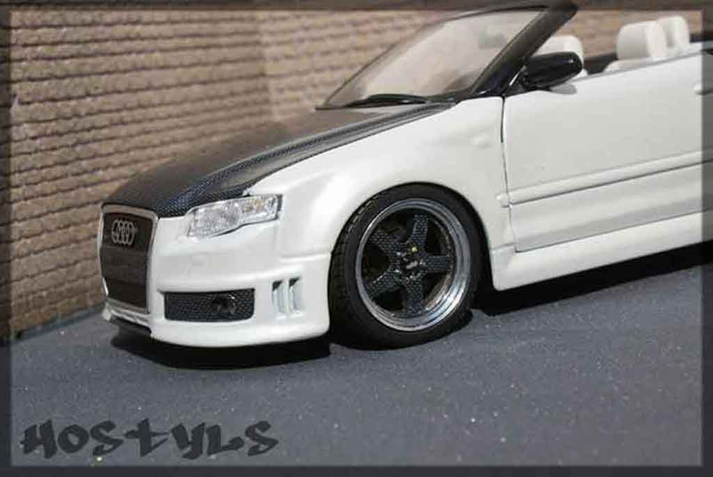 Audi RS4 cabriolet 1/18 Maisto carbon & white