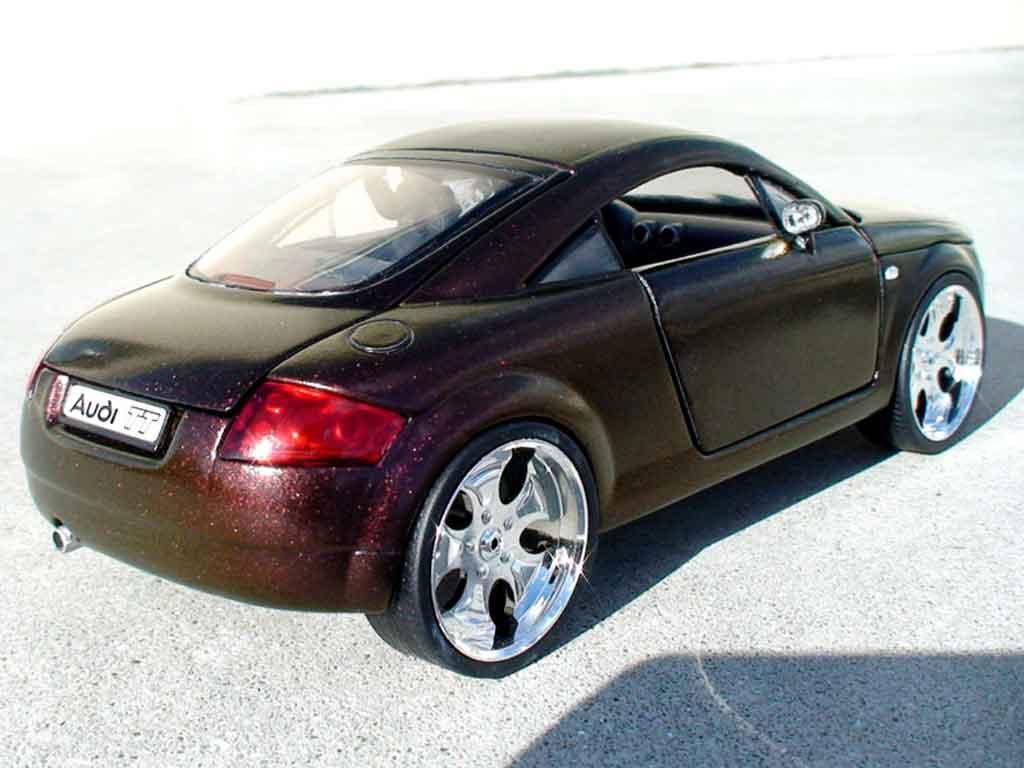 Audi TT coupe 1/18 Revell firefly peinture cameleon