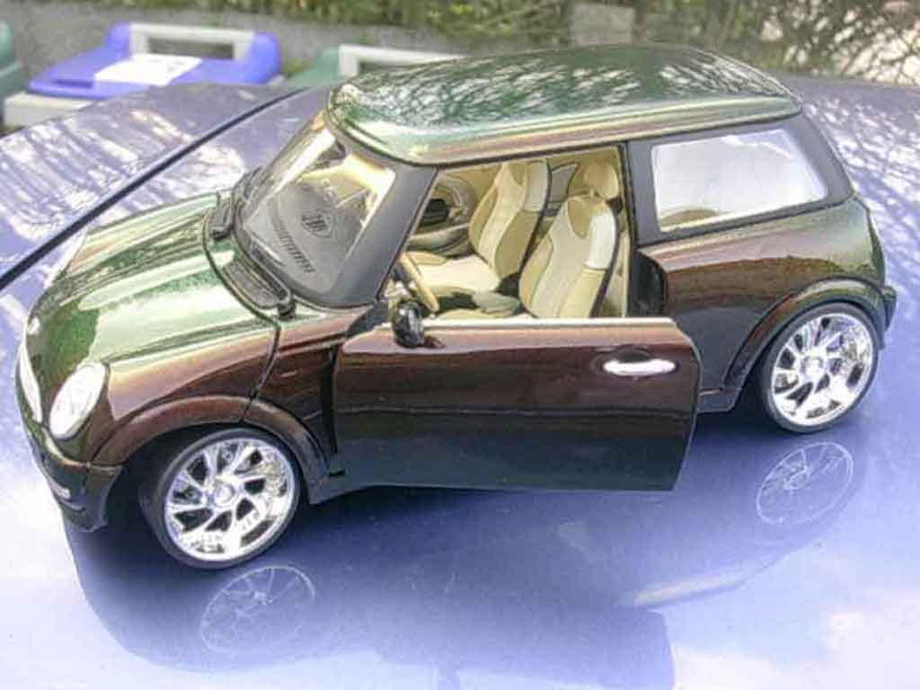 Bmw Mini Cooper One Carat Cameleon Burago Diecast Model