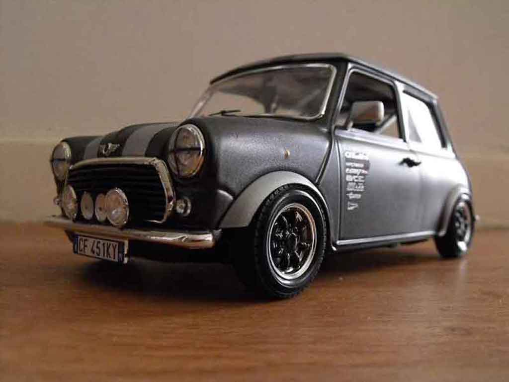 Austin Mini Cooper 1/18 Burago 1969 preparation course tuning miniature