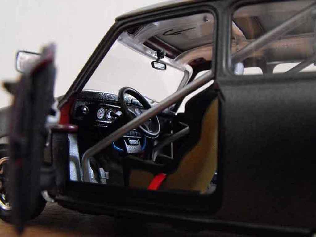 Austin Mini Cooper 1/18 Burago 1969 preparation course