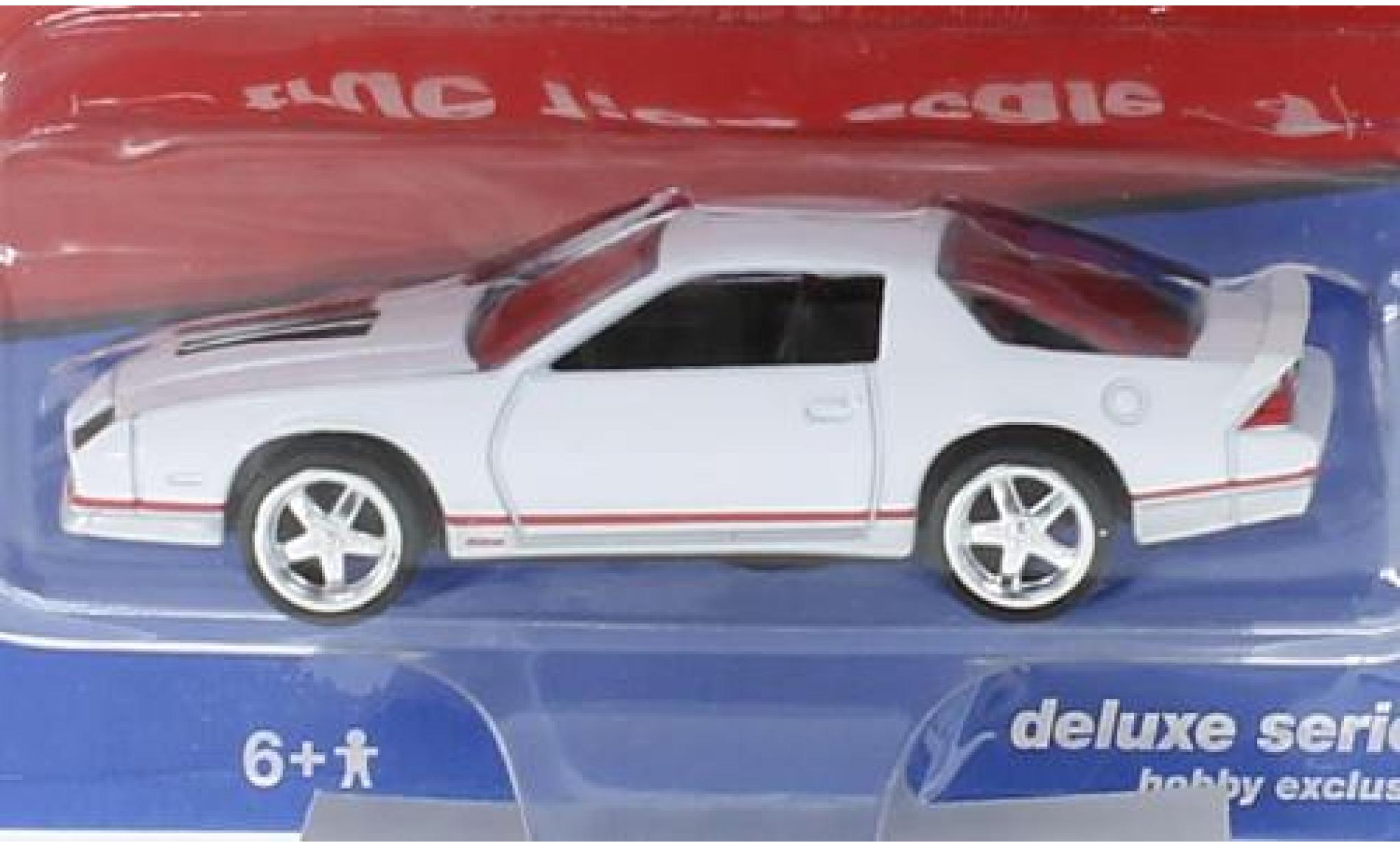 Chevrolet Camaro 1/64 Auto World white 1984