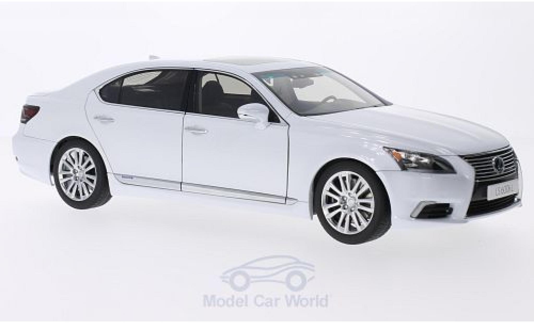 Lexus LS 1/18 AUTOart 600hL metallic-white 2013