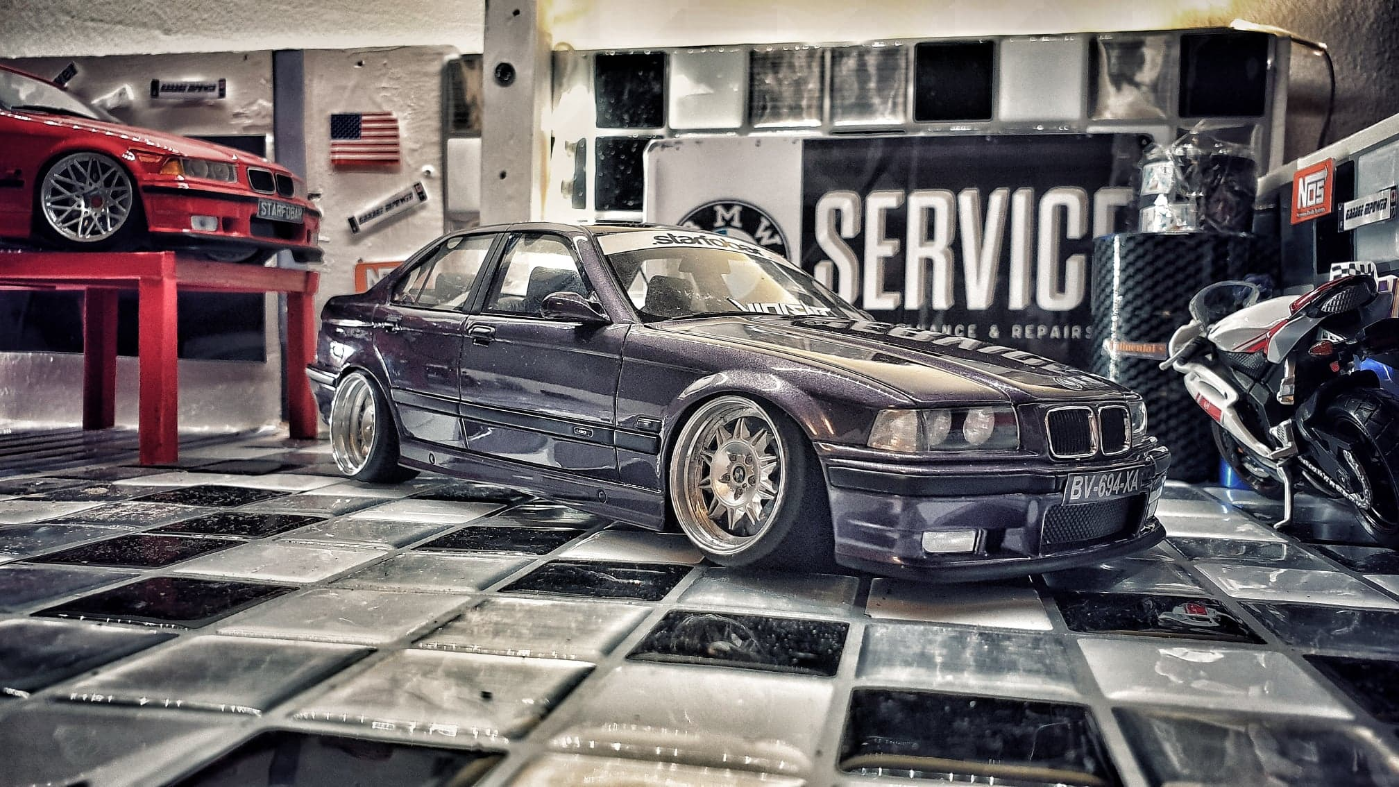 Bmw M3 E36 1/18 Ottomobile berline violette avec jantes a bord large tuning miniature