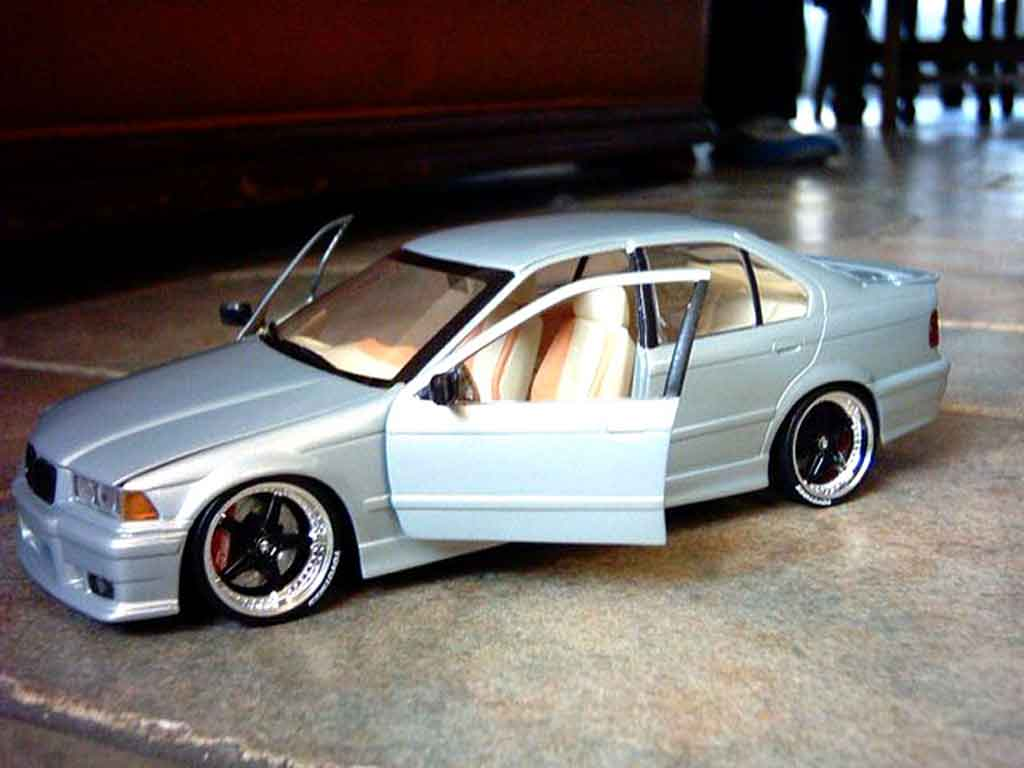 Bmw 318 E36 1/18 Ut Models is berline jantes racing harts 18 pouces tuning diecast