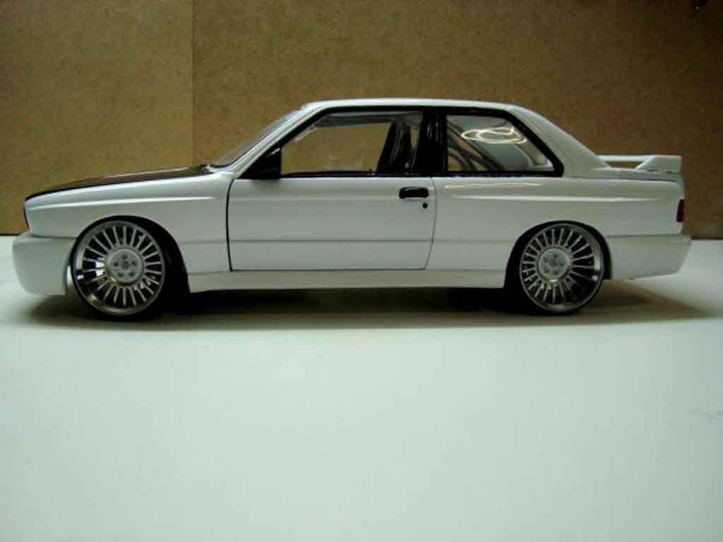 Bmw M3 E30 1/18 Minichamps white jantes hartge 19 pouces