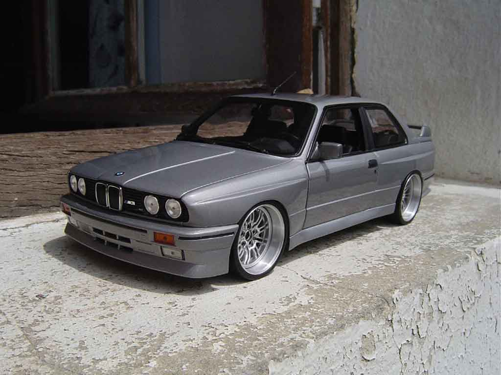 bmw m3 e30 miniature grise jantes de m3 e46 avec cerclage chrome kyosho 1 18 voiture. Black Bedroom Furniture Sets. Home Design Ideas
